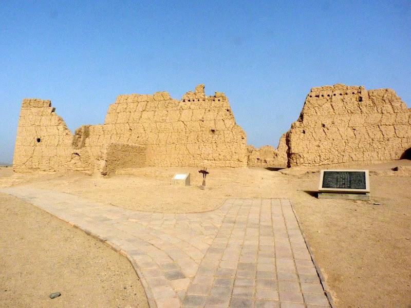 XINJIANG.  Turpan. Ancient city of Jiaohe, Flaming Mountains, Karez, Bezelik Thousand Budda caves - P1270786.JPG