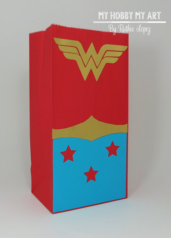 [Wonder+woman%2C+treat+bag+Blog+Hop+Friends%2C+Ruthie+Lopez+2%5B5%5D]