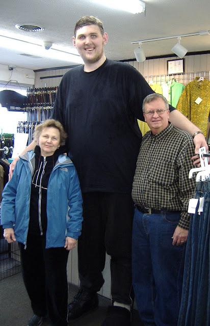 WOW PRIA INI MENDAPATKAN PREDIKAT SEBAGAI PRIA TERTINGGI YANG HIDUP DI AMERIKA Igor-Vovkovinskiy Pria tertinggi yang hidup di amerika