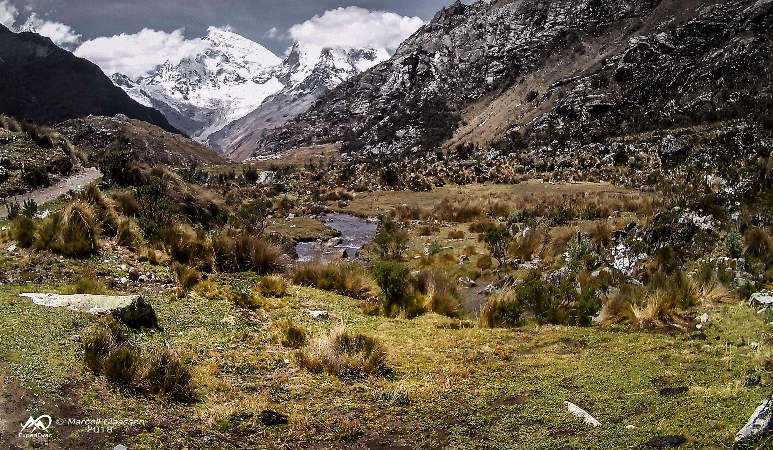 Laguna 69 trek