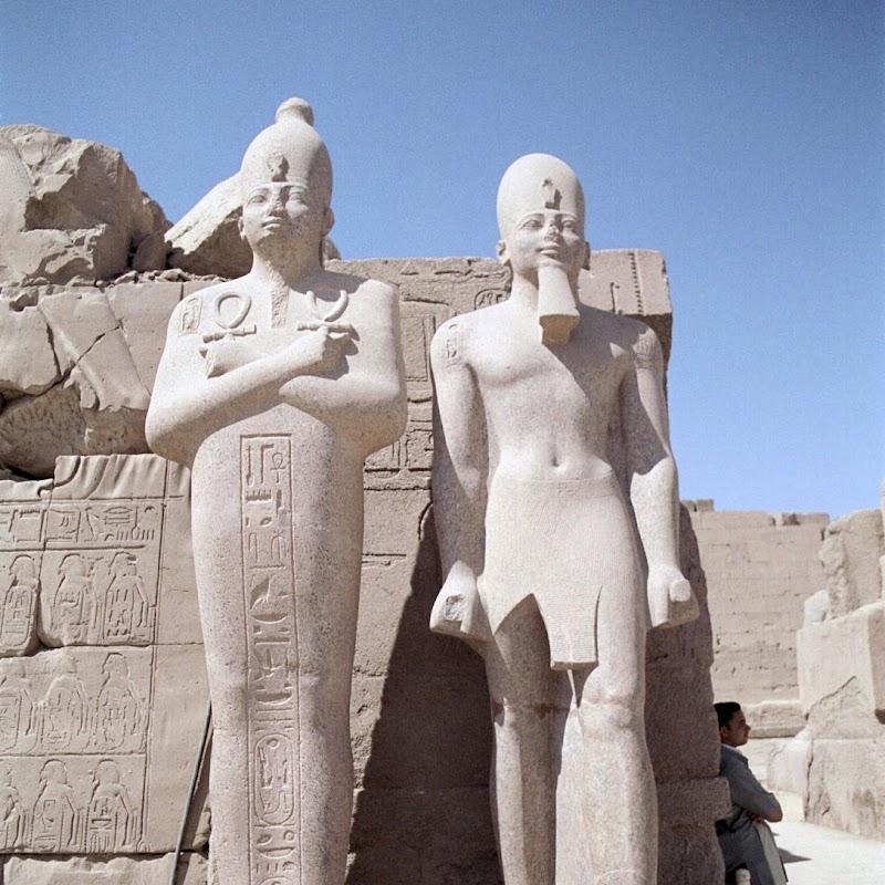 Luxor_24 Karnak Temple Statues.jpg