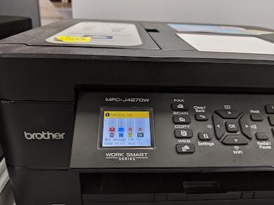 Impresora Brother mostrando los niveles de tinta