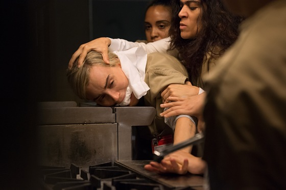 Laura Gomez and Taylor Schilling fight it out in OITNB season 4