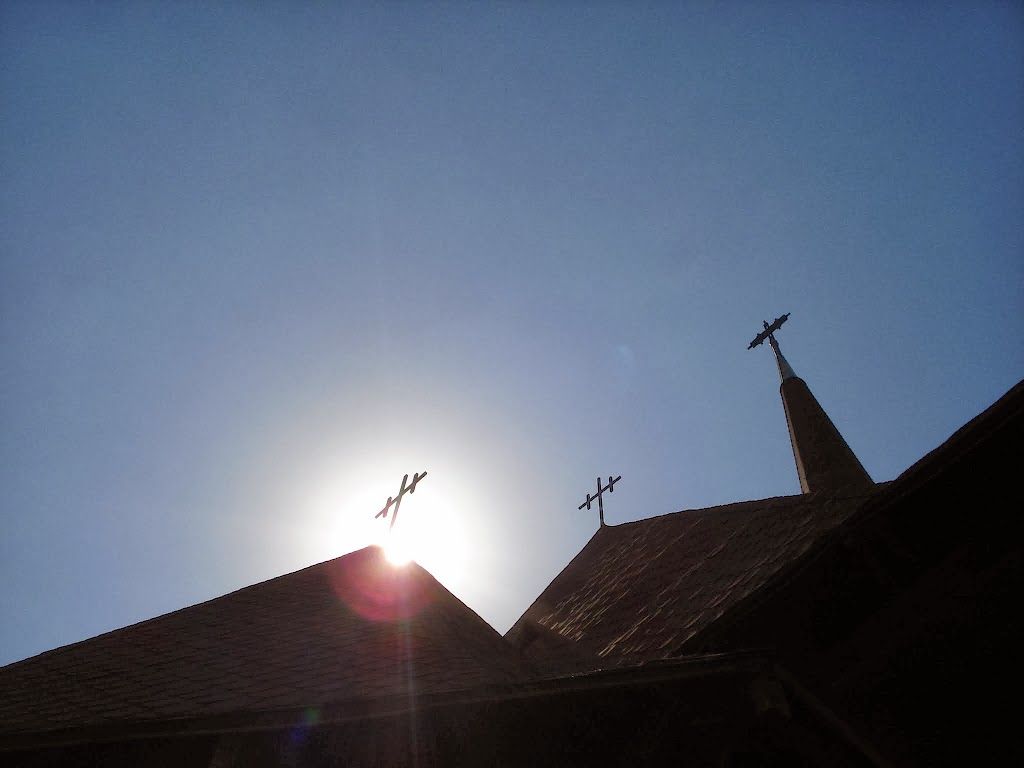 Soarele straluceste puternic