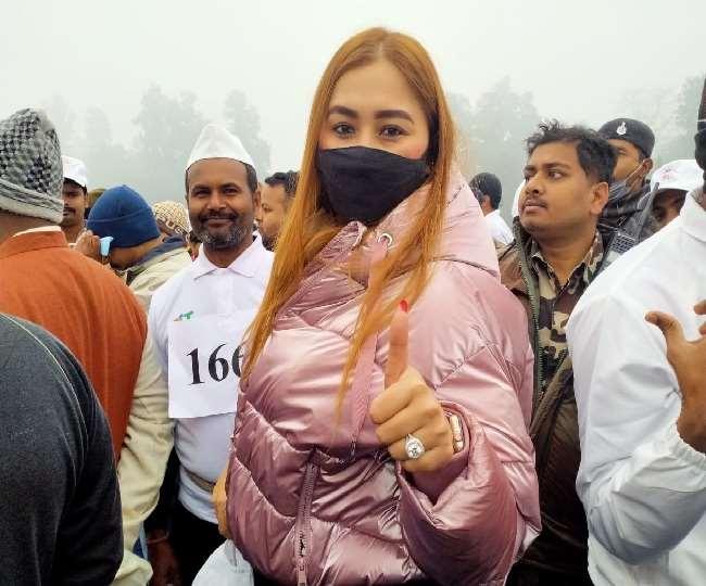 अहिंसा दौड़ में धावकों का हौसला बढ़ाने मोतिहारी पहुंची अंतराष्ट्रीय खिलाड़ी ज्वाला गुट्टा.