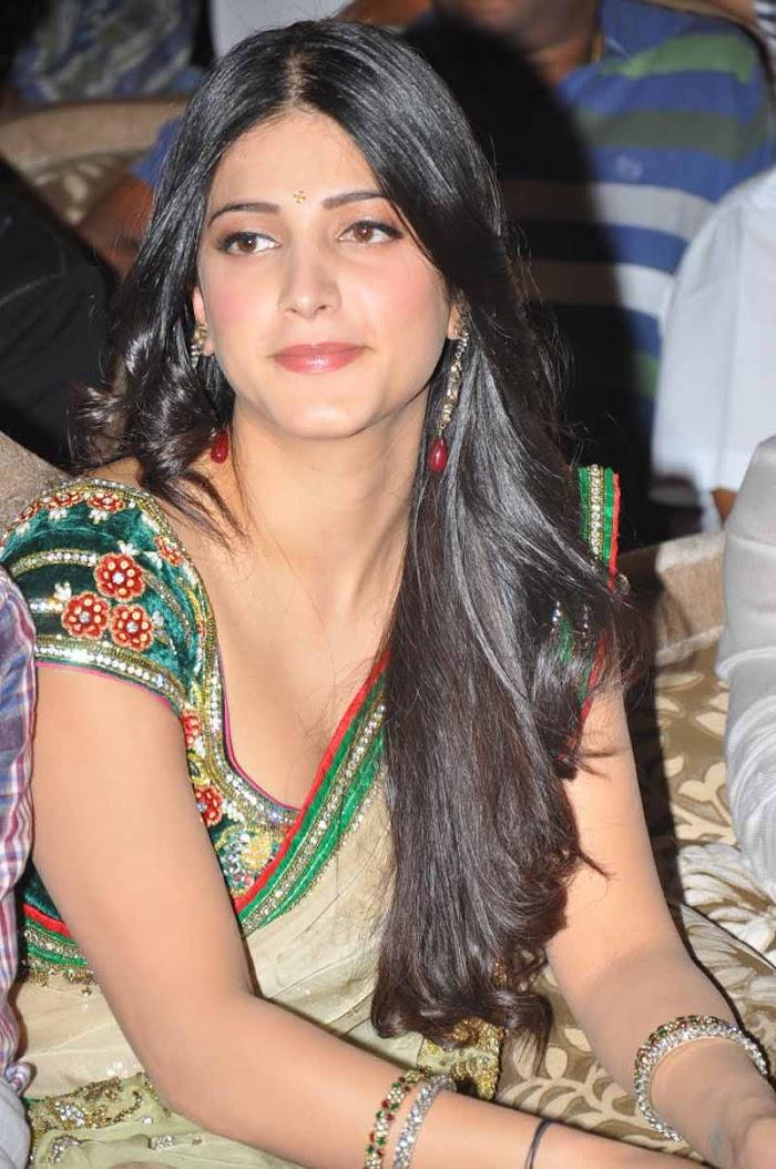 Shruti hassan hot in Saree stills