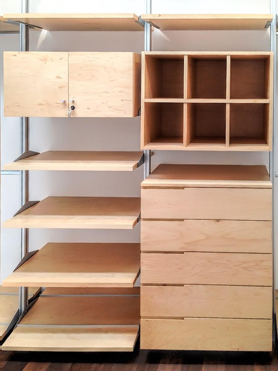 Closets y vestidores de lujo closets de madera closets for Madera maple