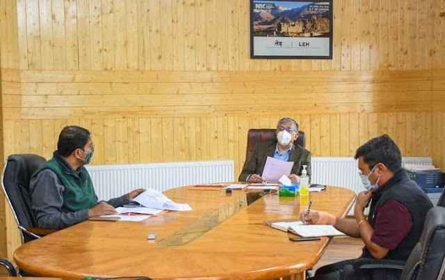 Advisor Ladakh Reviews MUDRA Scheme for Weavers in Ladakh