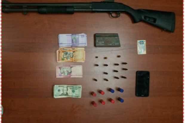 Dican ocupa armas de fuego y más de medio kilo de droga en operativos.