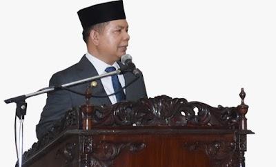 Bupati Ben Imbau Pasang Foto Pasangan Presiden dan Kepala Daerah