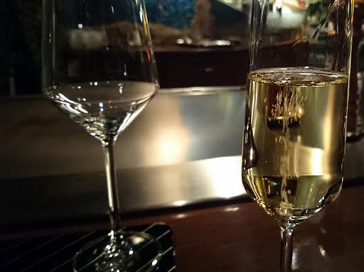 [写真]シャンパンで乾杯