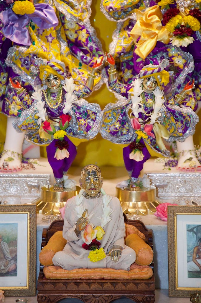 ISKCON New Govardhana Deity Darshan 22 Dec 2016 (15)