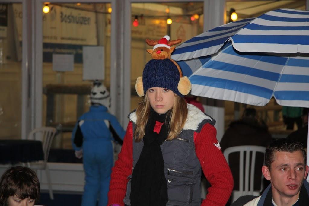 Sinterklaas bij de schaatsbaan - IMG_0438.JPG