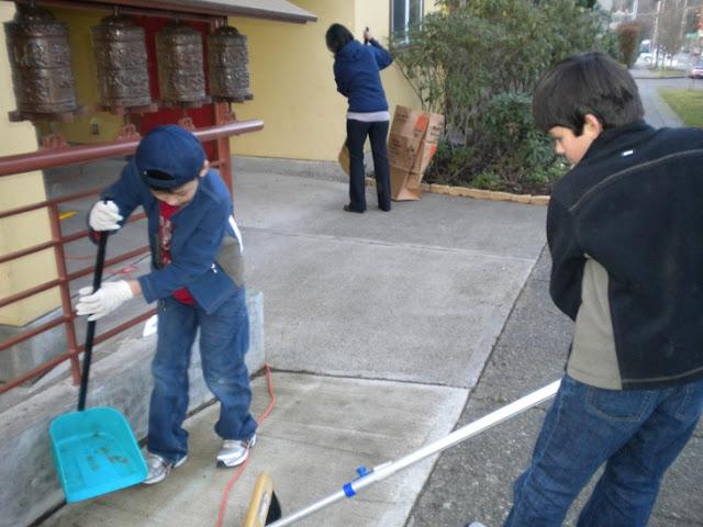 Sunday School - Clean Up Day! - Clean%2BUp%2BDay%2B--%2BDec.%2B19%252C%2B2010%2B012.jpg