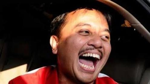Warga Turun ke Parit Demi Bingkisan Jokowi, Roy Suryo: Ambyar