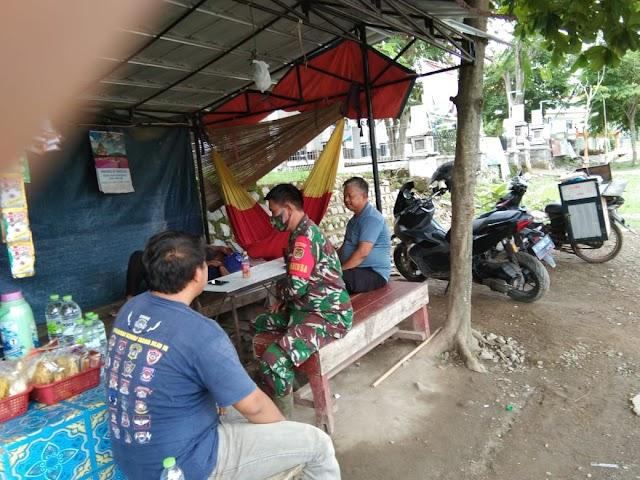 Komsos Di Wilayah Binaan Anggota Koramil 05/JTL Kodim 0619/PWK Tingkatkan Keamanan dan Ketertiban Lingkungan