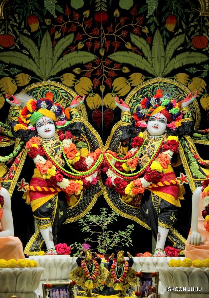 ISKCON Juhu Sringar Deity Darshan on 31st Dec 2016 (38)