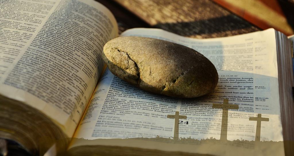 [bible-2062202_1920%5B3%5D]