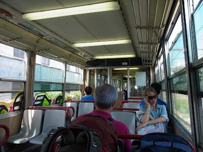 郊外電車の車内