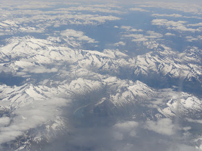 Utsikt over snødekte fjell.