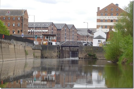 9 approach to gloucester lock