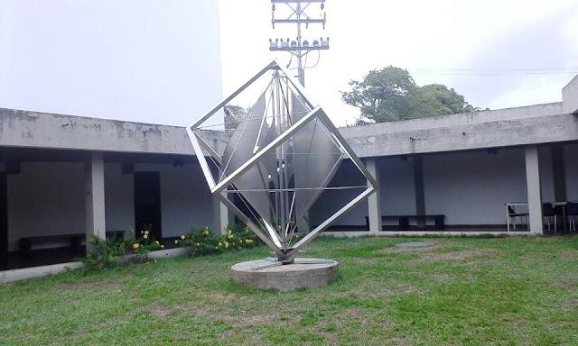 Escultura de alejandro otero en el museo jesus soto