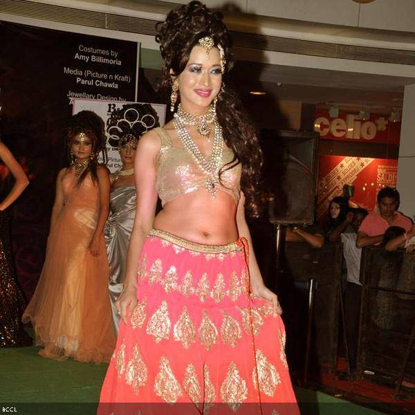 A model walks the ramp during Bharat and Dorris Godambe's wedding show, held in Mumbai. (Pic: Viral Bhayani)