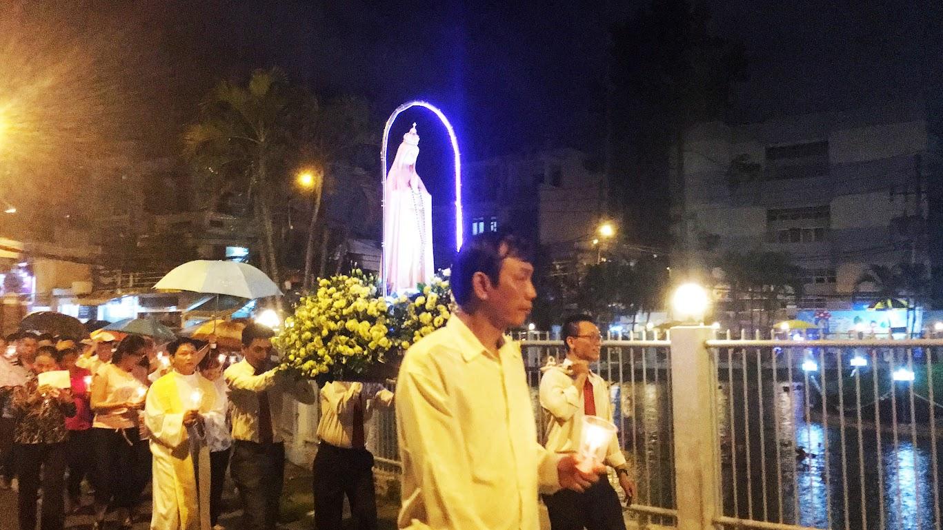 Giáo xứ Phú Bình : Đội mưa rước kiệu kính Mẹ Mân Côi - Ảnh minh hoạ 7