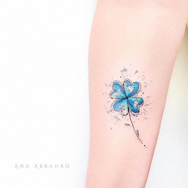 esse_azul_brilhante_trevo_da_tatuagem