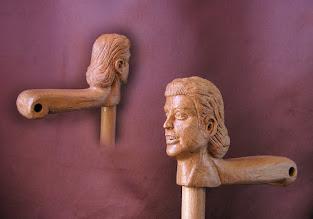 Photo: Bastón cabeza de mujer. Talla en madera. Woodcarving.   Para leer algo más en relación con esta obra ir al blog: http://tallaenmadera-woodcarving-esculturas.blogspot.com/2010/05/bastones-caballo-y-cabezas-de-mujer.html