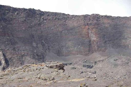 Le cratère Dolomieu effondré.