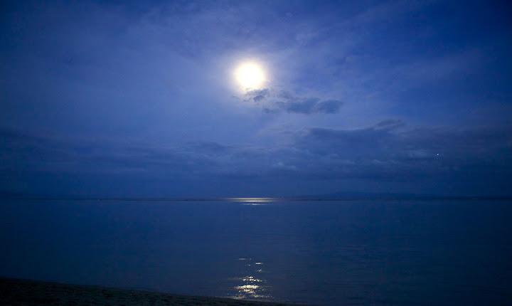 Ја л сунце сија или месечина гори?