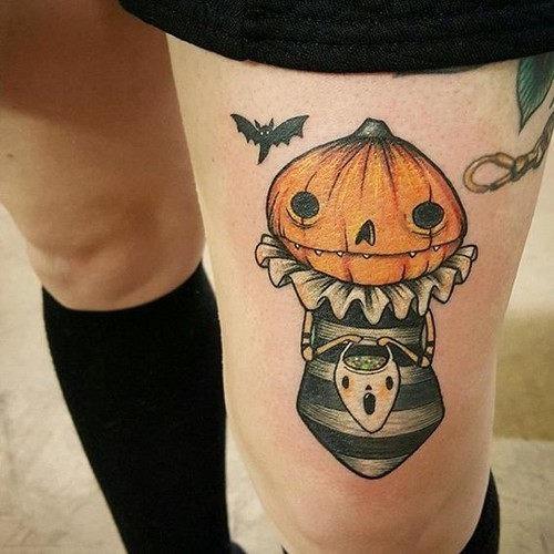 bonito_em_um_assustador_forma_de_abbora_tatuagem