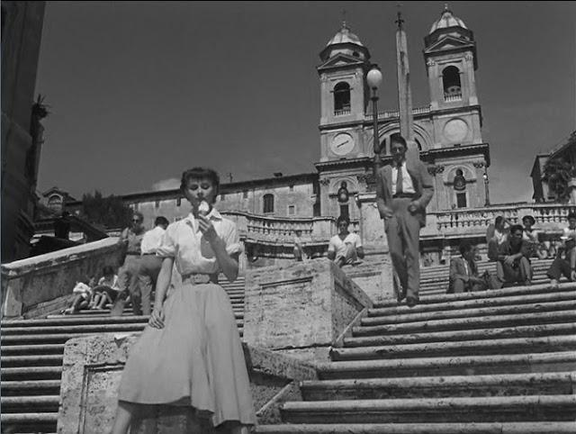 Vacaciones-en-Roma-1953-Audrey-Hepburn-en-Plaza-de-España.jpg