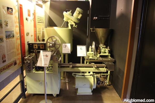 mesin pembuatan coklat moden