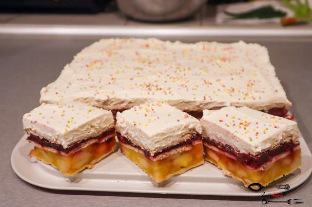 ciasta i desery,ciasto bez pieczenia,ciasto na herbatnikach,łatwa szarlotka,szarlotka z galaretką,szarlotka bez pieczenia, szarlotka na herbatnikach, szarlotka z wiśniami, ciasto owocowe