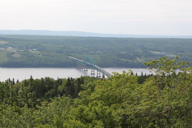 2013 - IMG_3693_Bras_dor_lake_bridge.JPG