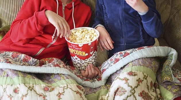Assistir filme no frio debaixo do cobertor