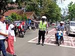 Protap Pagi, Sat Lantas Polres Lebak Polda Banten lakukan Pengaturan lalu lintas di depan sekolah