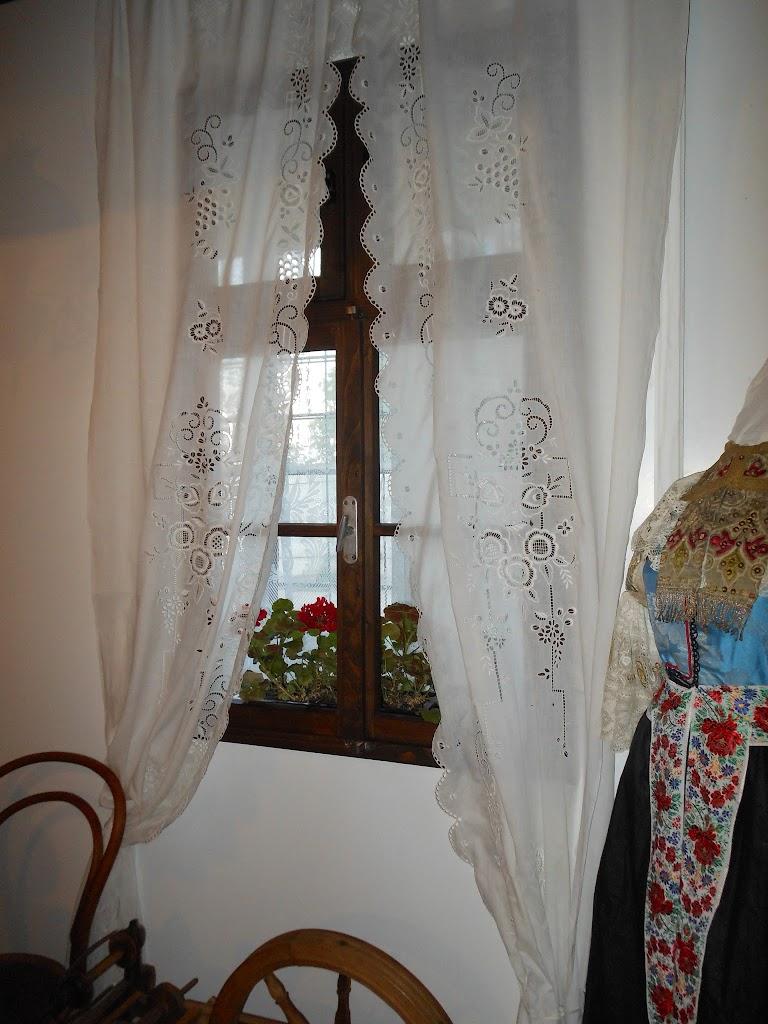ručne vyšívaná záclona-firhanga