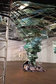 강영민, 토네이도, 2011, 디지털 프린트 설치, 300x500x500cm
