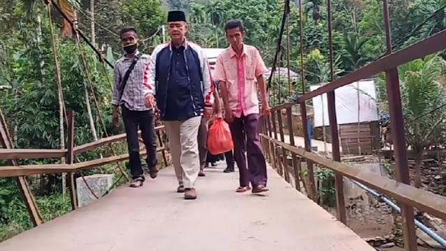 Foto: Gubernur Sumbar Irwan Prayitno Memimpin Rapat. Ini Upaya Pemprov Sumbar Bangkitkan Perekonomian Daerah di Masa Pandemi Covid-19.