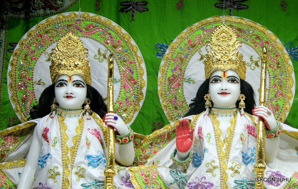 ISKCON Juhu Mangal Deity Darshan on 01st May 2016 (7)