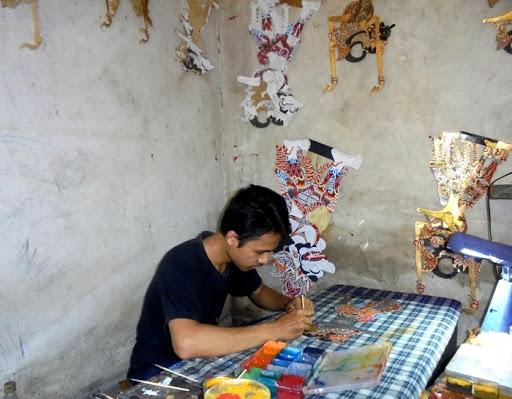Sigit Setiawan, Pembuat Wayang Kulit Dari Desa Ambalkliwonan, Ambal, Kebumen