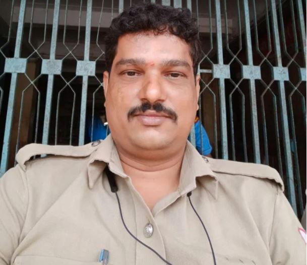 Police official attacked in Mangaluru | ಕರ್ತವ್ಯನಿರತ ಹೆಡ್ ಕಾನ್ಸ್ಟೆಬಲ್ಗೆ ಚೂರಿ ಇರಿತ: ಹಾಡಹಗಲೇ ದುಷ್ಕರ್ಮಿಗಳ ಕೃತ್ಯ