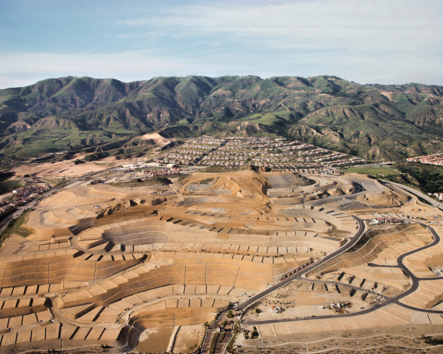 Aerial view of the real estate development near the Aliso Canyon SoCalGas storage facility. Photo: Ewen Telford / The New York Times