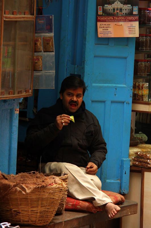 #Varanasistreetscene #Varanasistreetphotography #Varanasitourism #Uttarpradeshtourism #travelbloggersindia