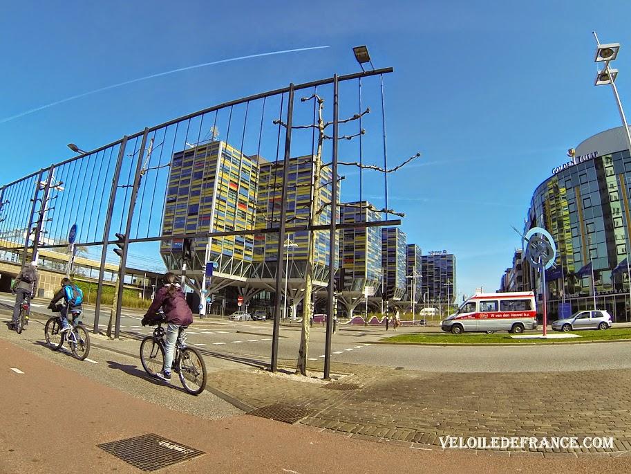 Le nouveau Leiden, côté gare - e-guide balade à vélo autour de Leiden par veloiledefrance.com