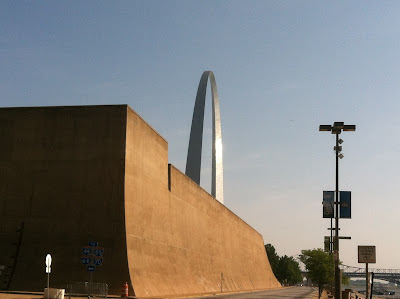 morning,arch,stlouis,wall,river