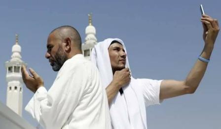 Berselfi di Kaabah